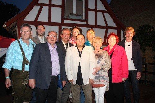 Die Schlagerstars mit Bürgermeister Martin Fölix und dem Beigeordneten Dr. Markus Bachen Foto von Elisabeth Salm