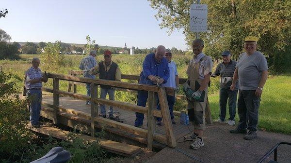 Rentner-Band repariert die Jägerbrücke